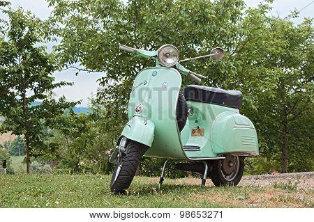 Vintage Scooter Vespa 125 Gtr (1969)
