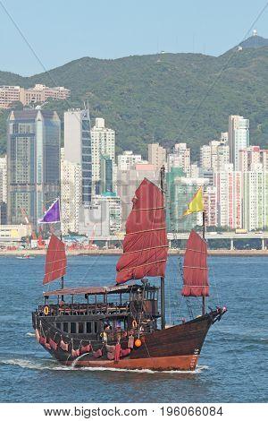 junk boat in hongkong