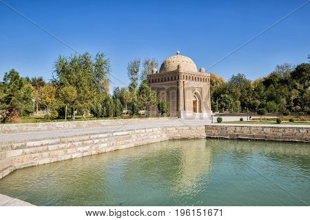Samanid mausoleum in Bukhara Uzbekistan on shore of pond