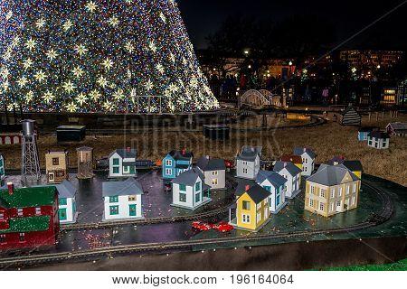 Washington Dc, Usa - December 29, 2016: National Mall Christmas Tree With Visitors Illuminated With