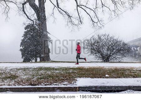 Washington Dc, Usa - January 7, 2017: Winter Snow Storm With Woman Jogging On Sidewalk By Potomac Ri