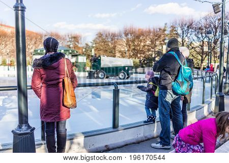 Washington Dc, Usa - January 28, 2017: People Waiting For Ice Rink To Skate In National Gallery Of A