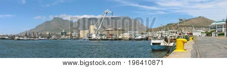 PANORAMIC VIEW OF THE VICTORIA AND ALFRED WATERFRONT, WITH TABLE MOUNTAIN AND SIGNAL HILL IN THE BACK GROUND