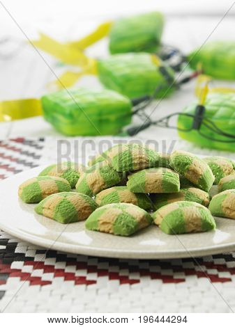 close up of the checker cookies and ketupat light