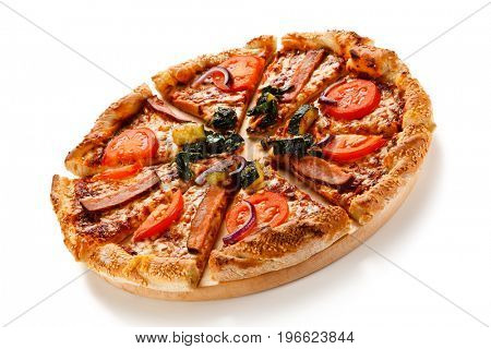 Pizza with beacon and vegetables
