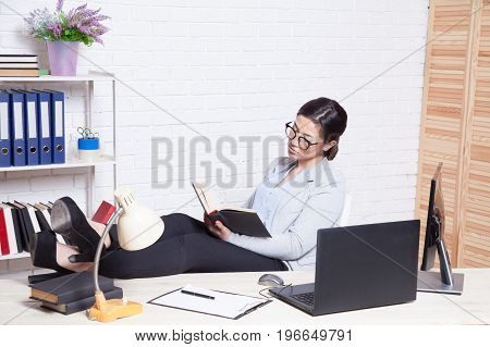 business girl works at a computer in the Office 1