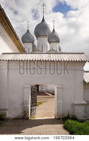 View of the entrance to the Kremlin and the Cathedral of Rostov.