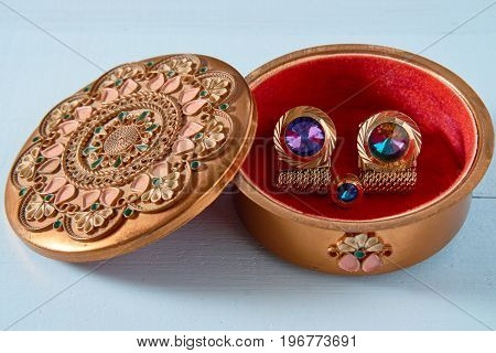 Small Round Box With Luxury Stud Cufflink