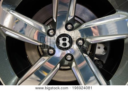 BERLIN - MAY 02 2015: Showroom. Wheels and braking system components of a full-size luxury car Bentley Mulsanne Speed. Produced since 2014.