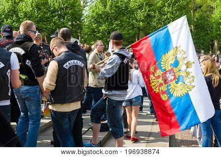 BERLIN - MAY 09, 2015: Visitors to the memorial with the flags of Russia.