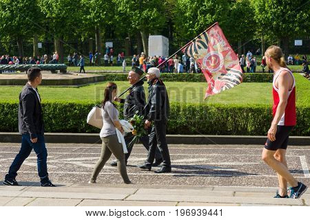 BERLIN - MAY 09, 2015: Visitors to the memorial come with patriotic flags.