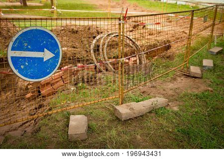 Repair of sewer and cable communications. Excavator unearthed earth, is replacement of communications.