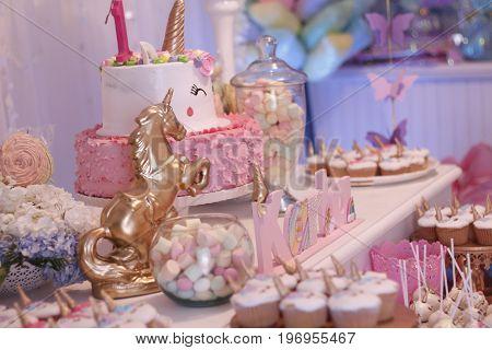 unicornios eriwere una fiesta muy rosa :3