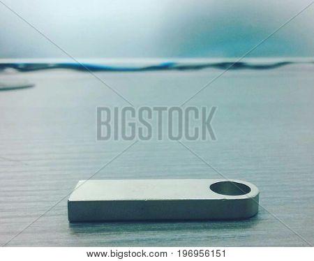 Uno de los aparatos mas usado en el mundo de la tecnología es la USB por su practicidad a la hora de transportar documentos