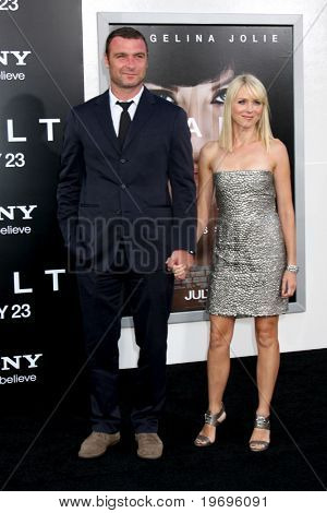 LOS ANGELES - JUL 19:  Liev Schreiber & Naomi Watts arrive at the