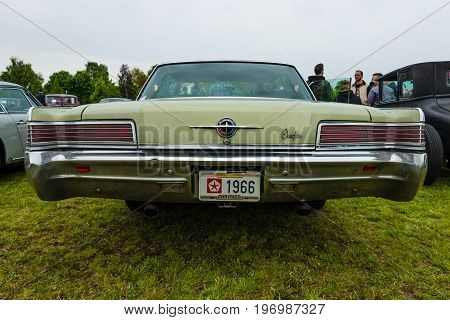 PAAREN IM GLIEN GERMANY - MAY 23 2015: Full-size car Chrysler 300 (Chrysler 300 Non-Letter Series) rear view. The oldtimer show in MAFZ.