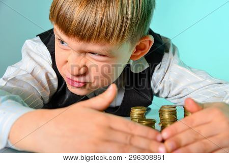 A Greedy And Greedy Rich Boy With Money Looks Around, Hiding Coins From Thieves And Enemies.