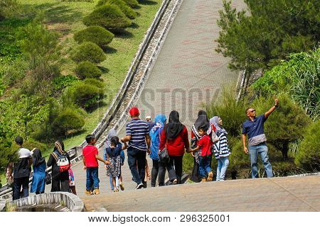 Kudat,sabah,malaysia-feb 3,2018:group Of Tourist Visit The Bronze Globe Monument In The Tip Of Borne