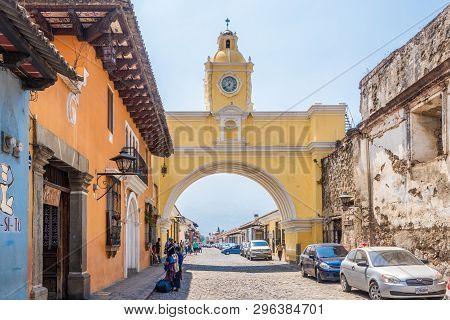 Antigua,guatemala - March 4,2019 - Santa Catalina Arch In The Streets Of Antigua Guatemala. Antigua