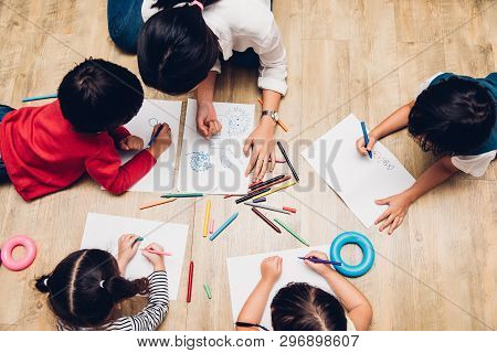 Top View Family Happy Children Group Kid Boy And Girl Kindergarten Paint Drawing On Peper Teacher Ed