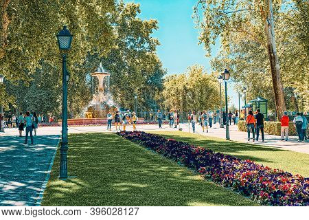 Mexico Avenue In Buen Retiro Park  (parque De El Retiro)- Most
