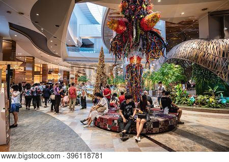 Bangkok/thailand-29 Dec 2019:unacquainted People In Icon Siam Department Store.the Chao Phraya River