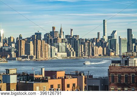 New York, Usa - November 4, 2018: View To Skyline Of Manhattan From The Brooklyn Side With River Hud