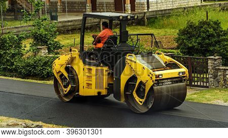 Atina,frosinone,lazio,italy-may 14,2020:road Roller Or Steamroller On The Road A Compactor Type Engi