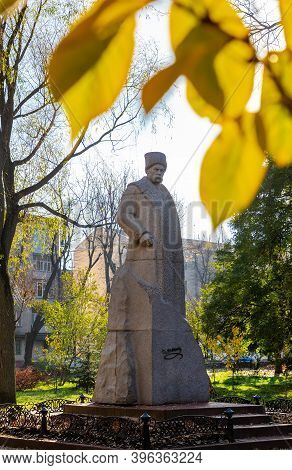 Ukraine. Khmelnytskyi. November 22, 2020. Monument To Taras Shevchenko In The City Park.