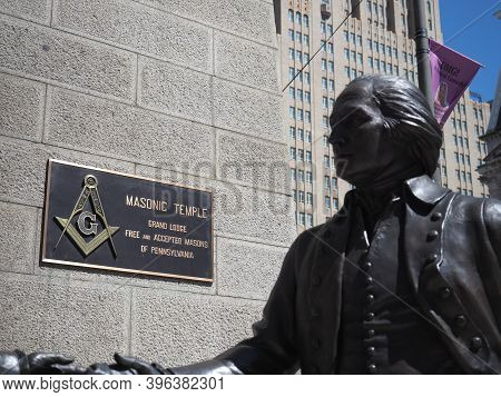 Philadelphia, Usa- June 11, 2019: Image Of The Sculpture Called The Bond By The Hand Of James West.