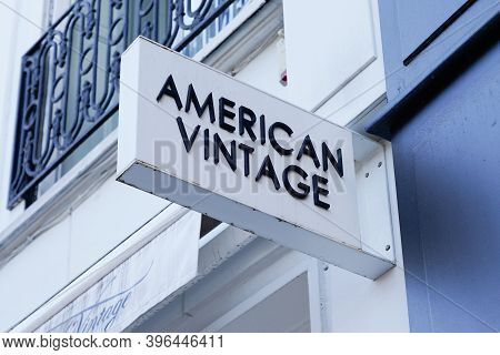 Bordeaux , Aquitaine / France - 11 21 2020 : American Vintage Logo And Text Sign Front Of French Sto