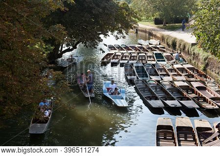 People Punting On The River Cherwell In Oxford By Magdalen Bridge In The Uk, Taken On The 15th Of Se