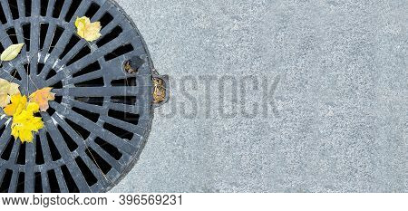 Manhole Cover Round Black Metal Lattice Of Improvement City Pedestrian Sidewalk Paved With Granite G