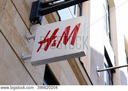 Bordeaux , Aquitaine  France - 11 21 2020 : H&m Logo And Text Sign Front Of Store H & M Hennes Mauri