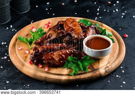 Buffalo Chicken Wings On Wooden Plate, Grilled Chicken Wings On Wooden Board, Bbq Honey Chicken Wing