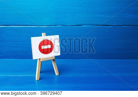 Easel With No Entry Symbol. Restrictive Measures And Lockdown Quarantine, Restricted Area. Wrong Dec