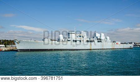 Portsmouth, Uk - September 8, 2020: The Royal Navy Battleship Hms Bristol Moored In Portsmouth Harbo