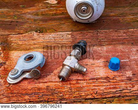 Freon Cylinder Needle Valve For Refrigerator Repair. Needle Valve For Gas Cylinder. Filling The Refr