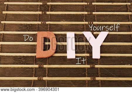An Example Of An English Acronym For Do It Yourself Written As Diy.