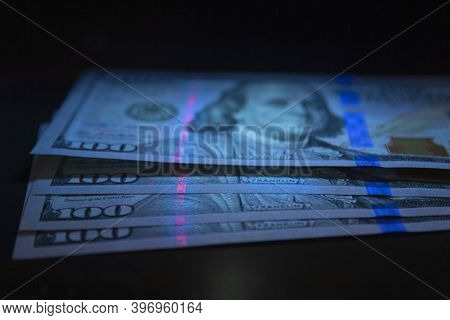 100 Dollars Banknot Currency In Uv Light Protection.dollars In Uv Light.dollars Currency In Uv Light