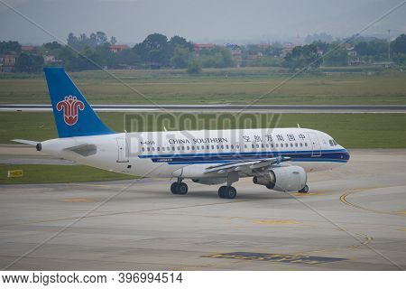 Hanoi, Vietnam - January 12, 2016: Airbus A319 (b-6209) Of China Southern Airlines On The Noi Bai Ai