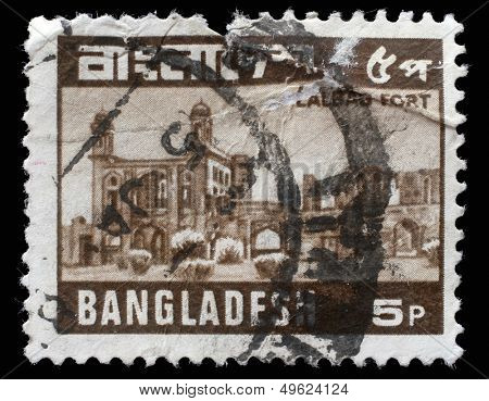 BANGLADESH - CIRCA 1978: A stamp printed in Bangladesh shows Lalbagh Fort also known as