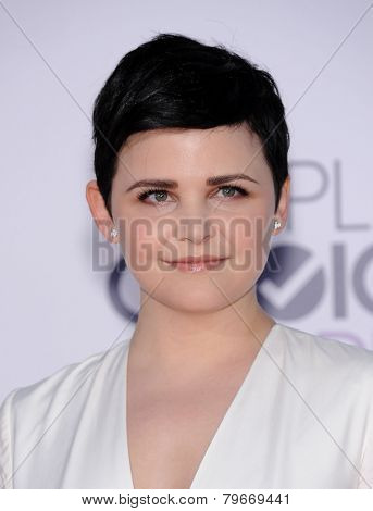 LOS ANGELES - JAN 07:  Ginnifer Goodwin arrives to the People's Choice Awards 2014  on January 7, 2015 in Los Angeles, CA