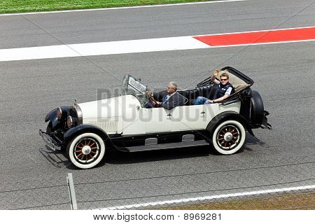 BARCELONA- MAY 9: Nico Hulkenberg of Williams-Cosworth on parade of pilots before a stage of race th