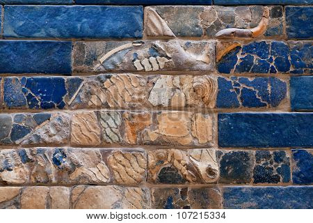 Deplete the bas-relief with the muzzle of a bull on the Ishtar Gate of Babylon
