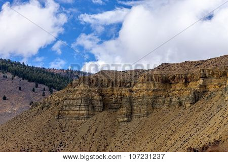 Striations on the cliff side.