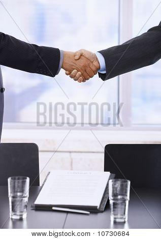 Apretón de manos de negocio