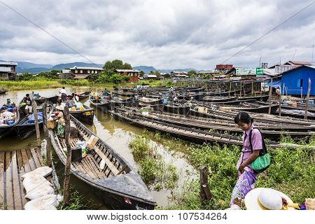 Transportation And Material Transport Of Intha Monority People By Longboat