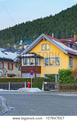 Bright Yellow House In Garmisch-partenkirchen