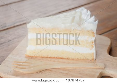 Coconut Sponge Cake With Whipped Cream